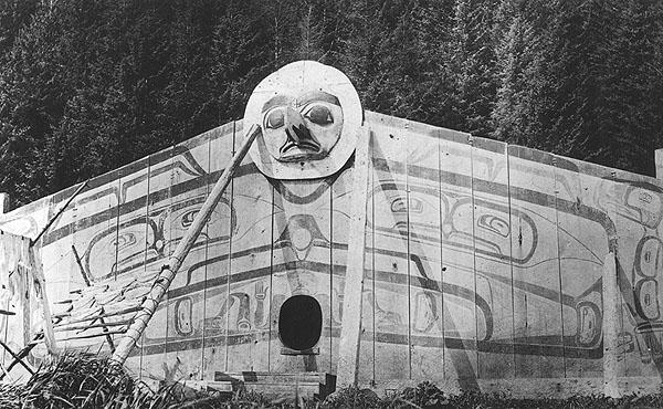 35 rare specimen de la facade peinte de la maison de la lune