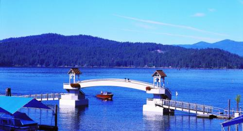 Boardwalk bridge 0lac coeur d alene