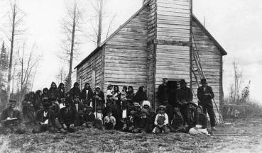 Le reverend woodhall et une congregation autochtone waskaganish 1910